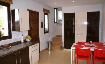 52 Kitchen to Utility