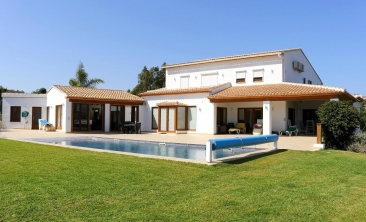 benissa-finca-renovated-spain-villa-pool (1)