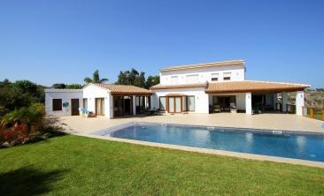 benissa-finca-renovated-spain-villa-pool (2)